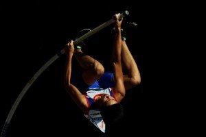 Ernest Obiena bending the pole.