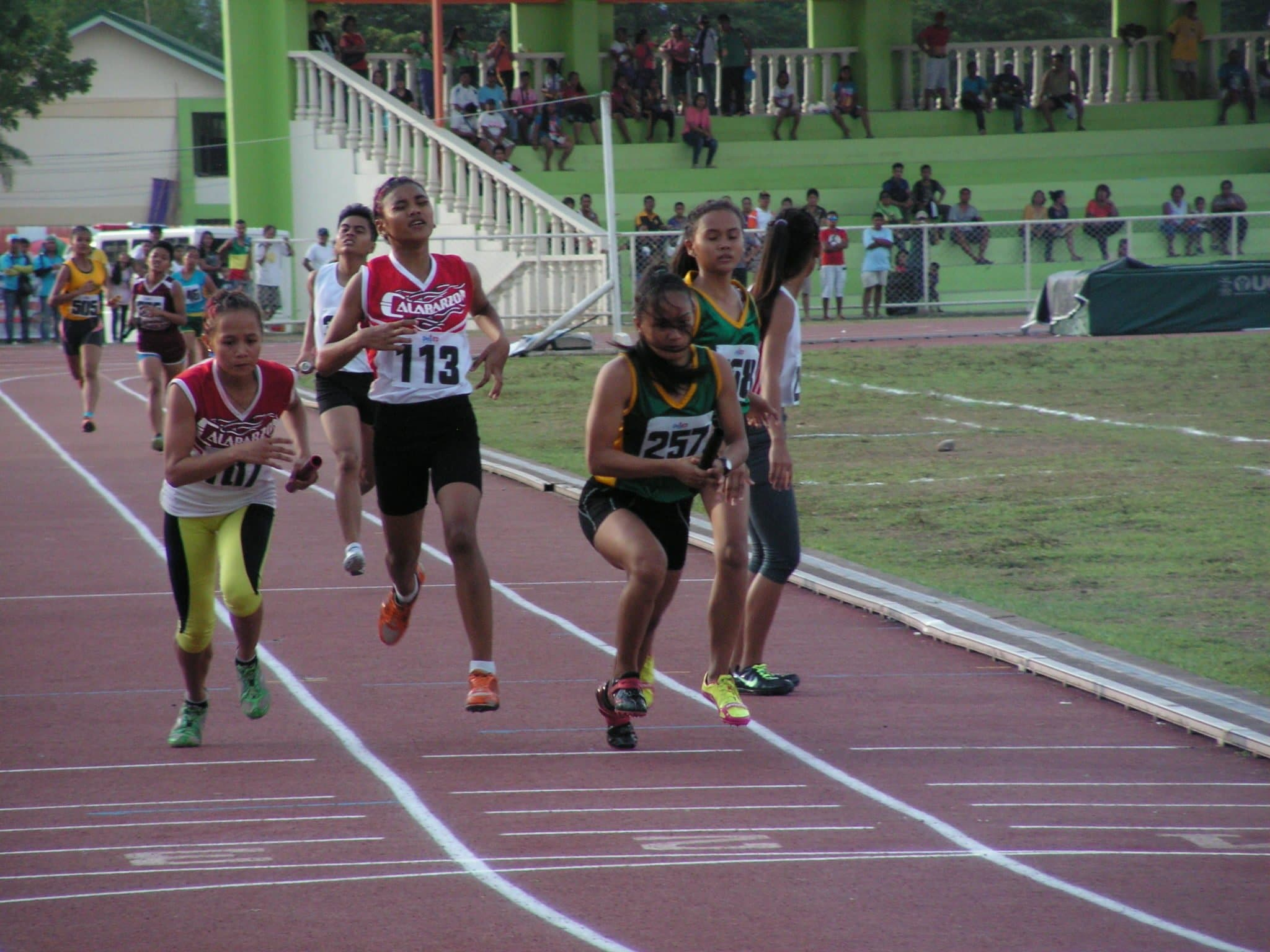 EVRAA's Leah Creer goes head-to-head with CALABARZON's Josefina Yjay Baloloy on the final lap of 4x400m relay
