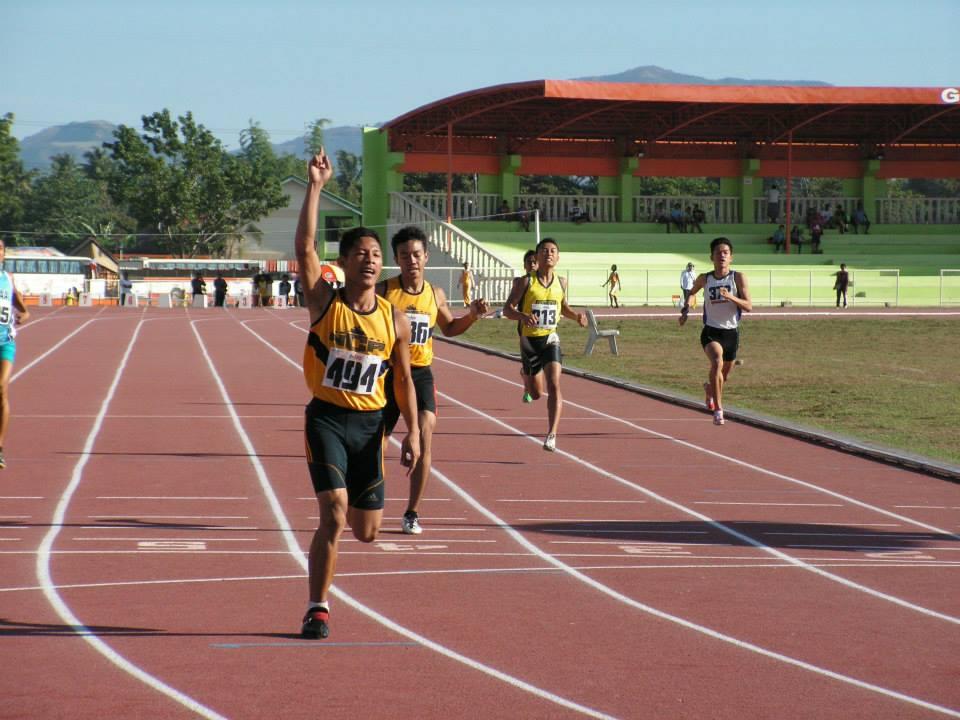 Jomar Udtohan of NCR wins the 400m 2014 Palarong Pambansa