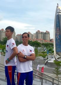 Ernest Obiena chilling out with his father and Coach Emerson Obiena at the Singapore SEA Games 2015 (photo credit: Veloci L/Time Studio)